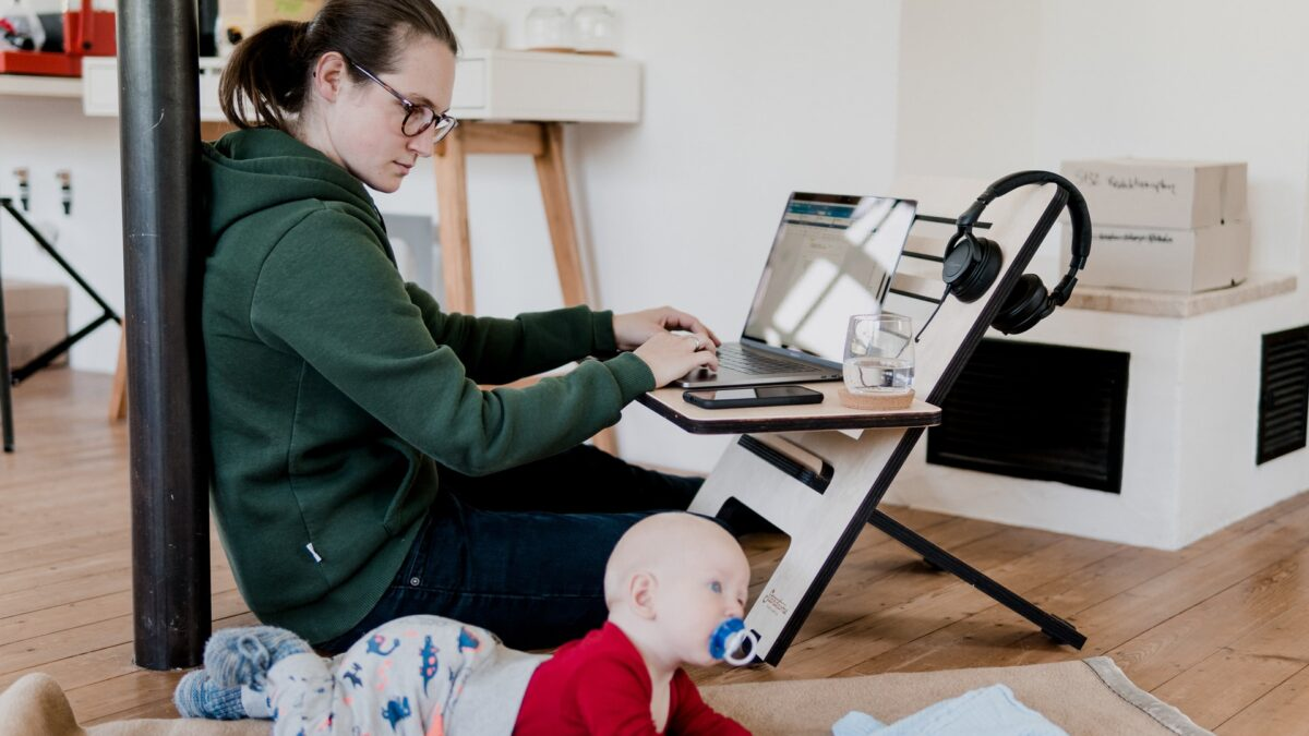 Ways Busy Moms Can Outsource Tasks (and Free Up Time!)