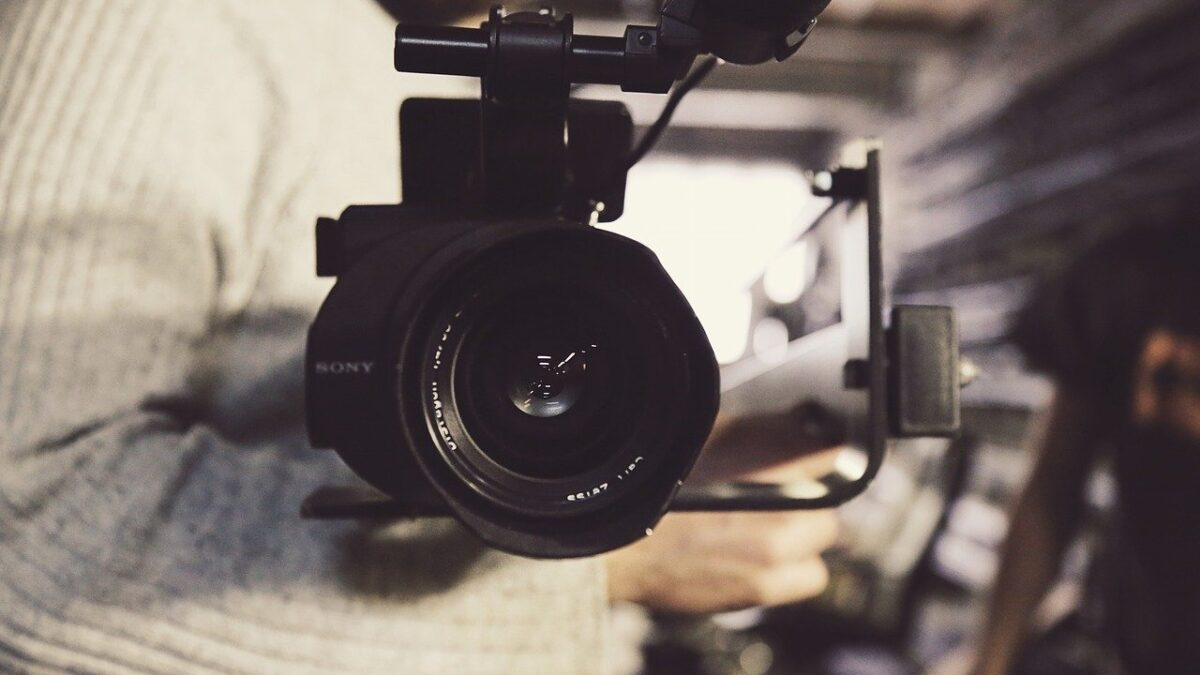 6 Essential Equipments to Making Videos from Home